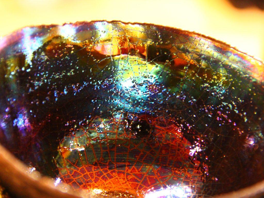 陶芸家中野拓がいっかくじゅう座 薔薇星雲をモチーフに創作した器 彩泥ゴールドラスター colored slip ware luster pottery ceramic art Monoceros Rosette nebula-inspired created by a ceramist Taku Nakano