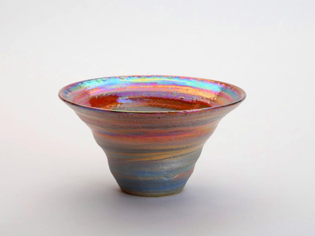 陶芸家中野拓がこと座環状星雲をモチーフに創作した器 彩泥ラスター colored slip ware luster pottery ceramic art Lyra Ring Nebula-inspired created by a ceramist Taku Nakano