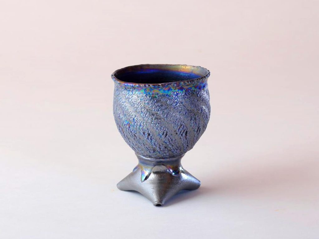 陶芸家中野拓が水星をモチーフに創作した器 彩泥コバルトシルバーラスター colored slip ware luster pottery ceramic art Mercury-inspired Mirror ball created by a ceramist Taku Nakano