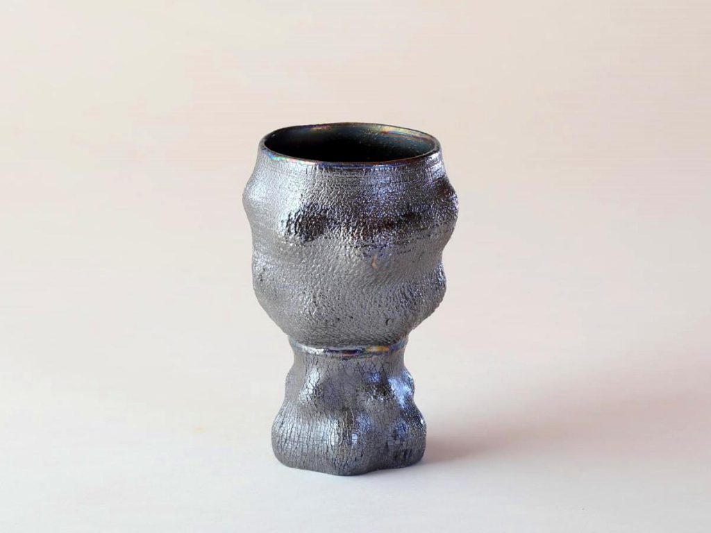 陶芸家中野拓が小惑星をモチーフに創作した器 彩泥シルバーラスター colored slip ware luster pottery ceramic art asteroid-inspired created by a ceramist Taku Nakano