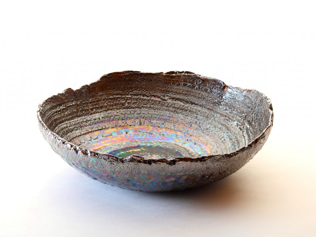 陶芸家中野拓が隕石をモチーフに創作した器 シルバーラスター luster pottery ceramic art meteorite-inspired created by a ceramist Taku Nakano