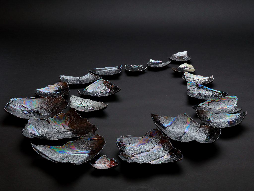 陶芸家中野拓が隕石をモチーフに創作した器 シルバーラスター luster pottery ceramic art meteorite-inspired created by a ceramist Taku Nakano